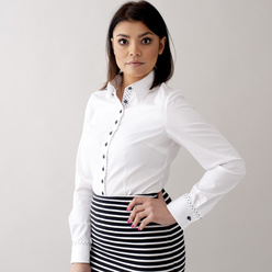Women's shirt in white with smooth pattern 10628