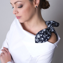 Women's shirt in white with a floral bow 11324